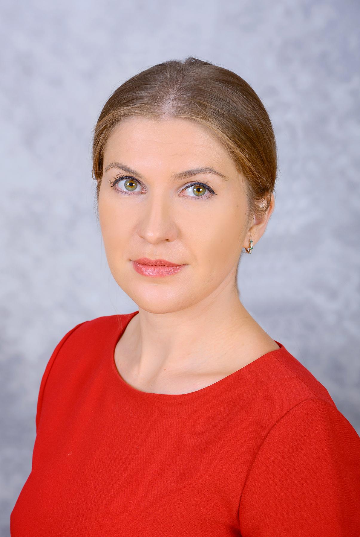 Заместитель директора по УВР, учитель математики и информатики, Крутикова Елена Ивановна